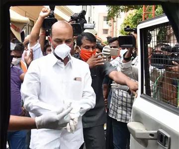 బిజెపి అధ్యక్షుడు  బండి సంజయ్  మహబూబాబాద్లో అరెస్ట్